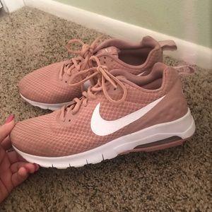 Nike Air Max Motion Pink Sneaker